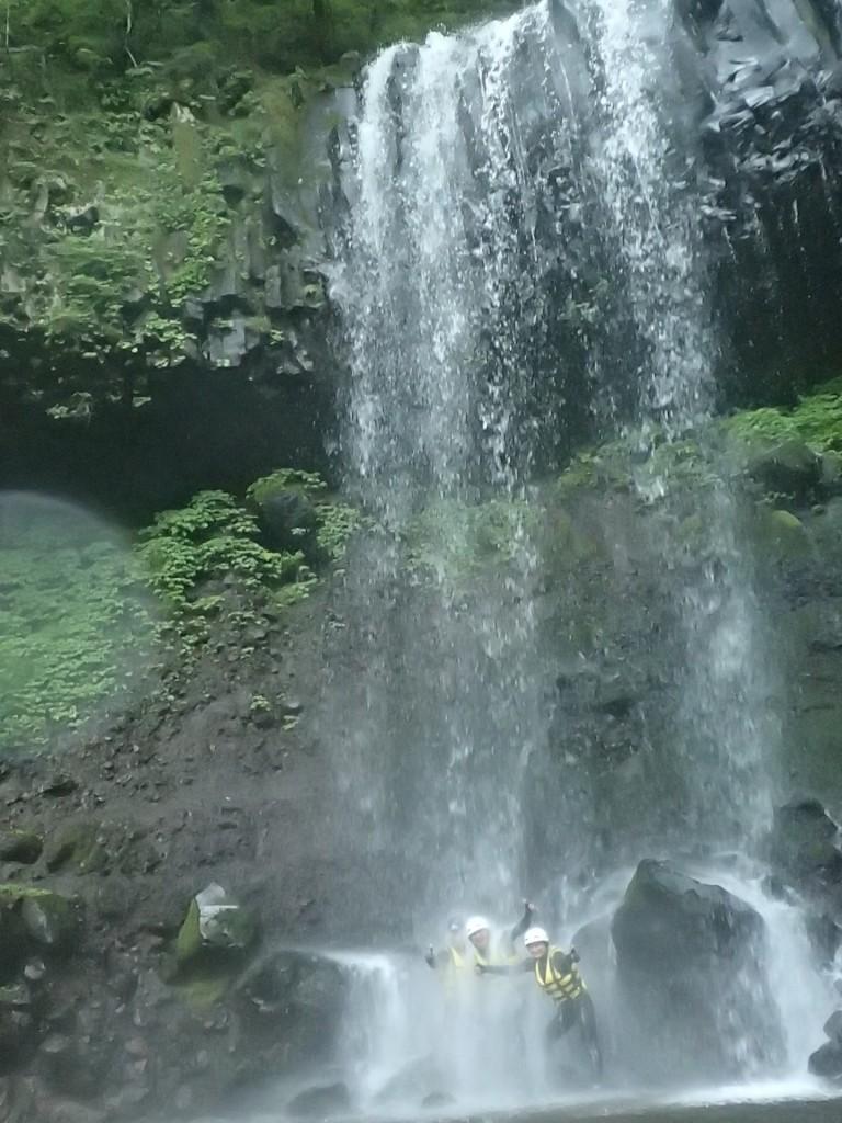 落差25m!大迫力の滝浴び!