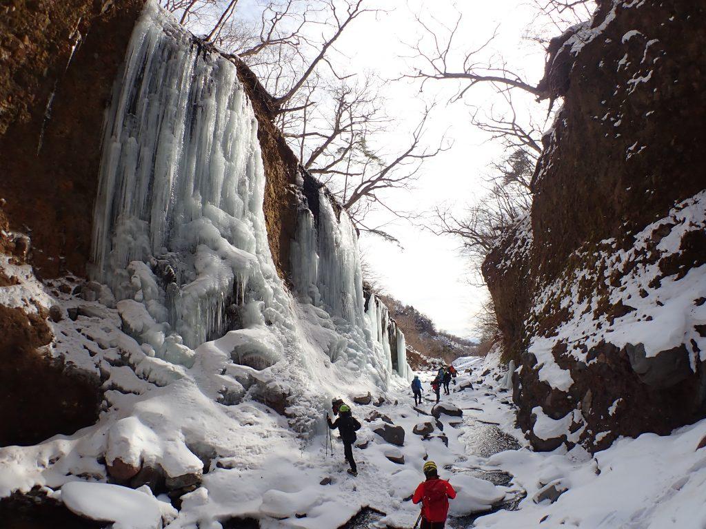雲竜渓谷氷瀑トレッキングツアー